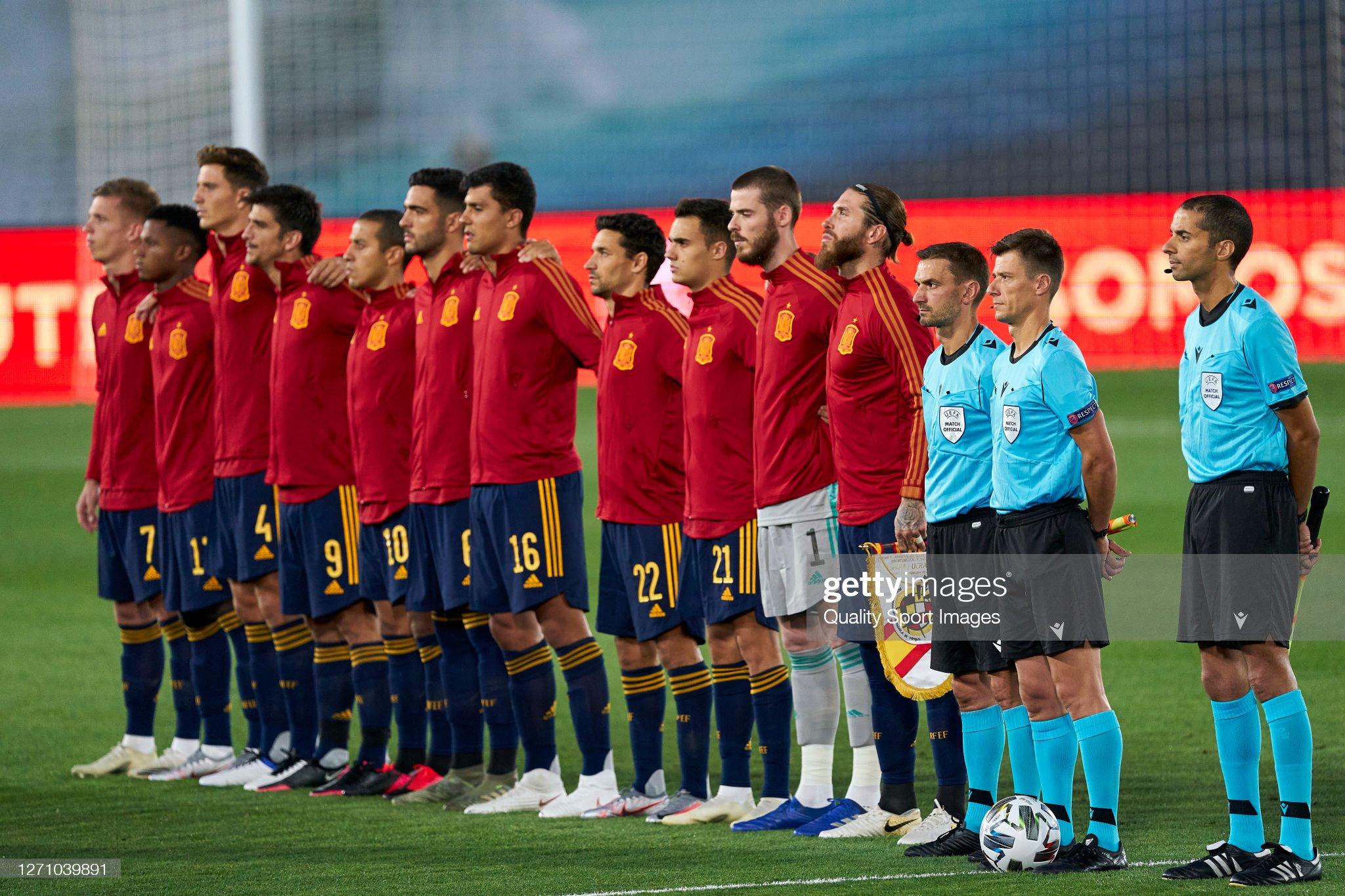 Hilo de la selección de España (selección española) - Página 2 The-team-line-up-for-a-photo-prior-to-kick-off-of-spain-during-the-picture-id1271039891?s=2048x2048