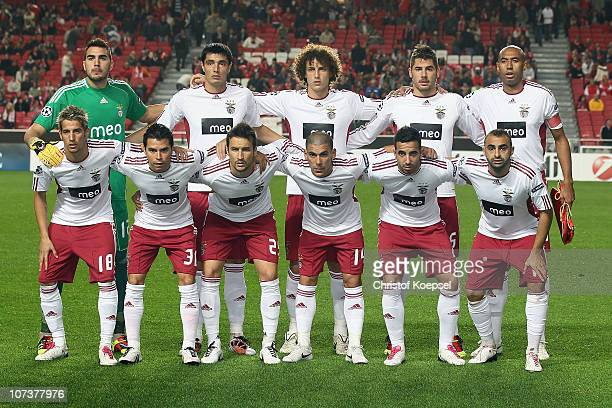 The team of Benfica poses during the UEFA Champions League group B match between Benfica Lisbon and FC Schalke 04 at Estádio da Luz on December 7...