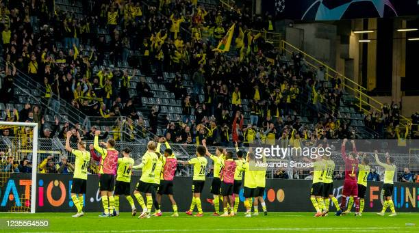 The team of Borussia Dortmund celebrates after the final whistle during the Champions League Group C match between Borussia Dortmund and Sporting...
