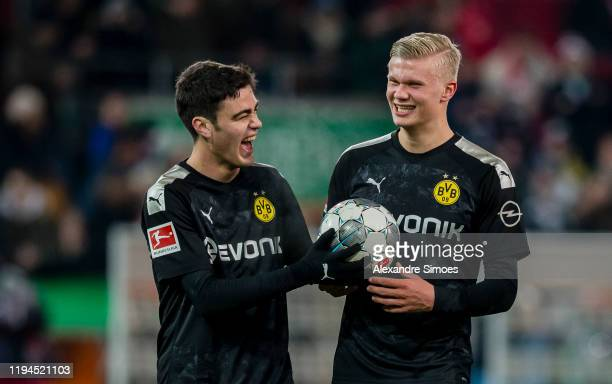 The team of Borussia Dortmund celebrates the win after the final whistle during the Bundesliga match between FC Augsburg and Borussia Dortmund at the...