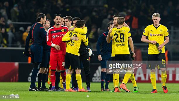 The team of Borussia Dortmund celebrates the win after the final whistle during the UEFA Europa League Round of 32 First Leg match between Borussia...