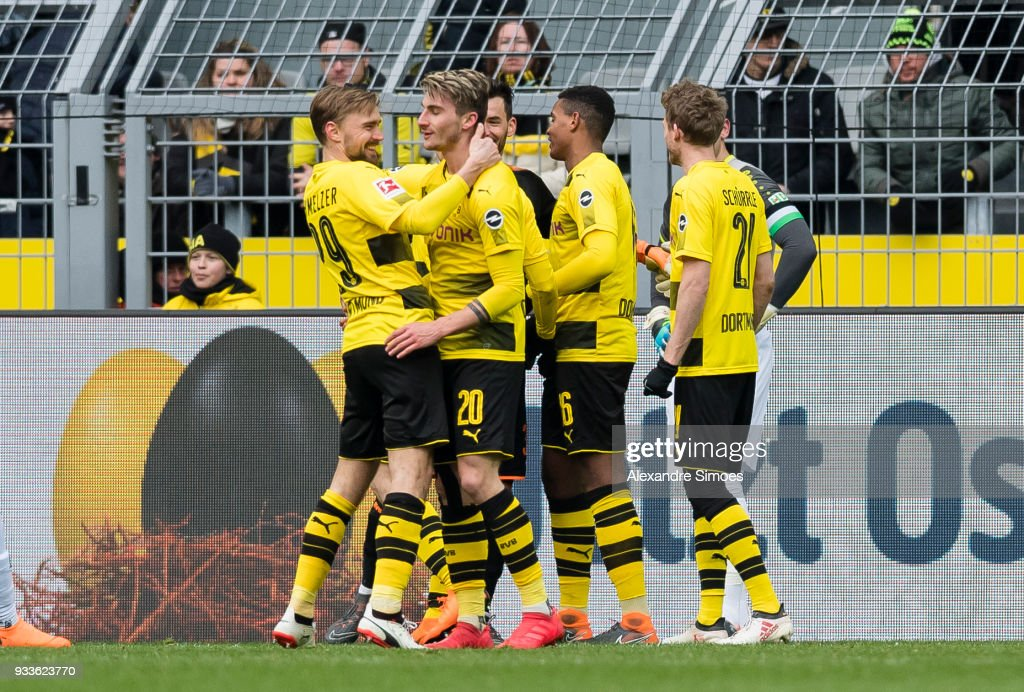 The team of Borussia Dortmund celebrates the win after the final whistle during the Bundesliga match between Borussia Dortmund and Hannover 96 at the Signal Iduna Park on March 18, 2018 in Dortmund, Germany.
