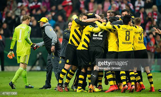 The team of Borussia Dortmund celebrates the win and entering the final after after the penalty shootout while head coach Juergen Klopp salutes goal...