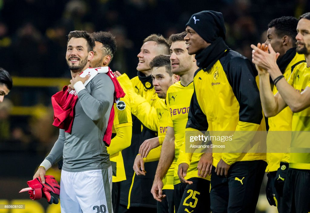 The team of Borussia Dortmund celebrates the win together after the final whistle during the Bundesliga match between Borussia Dortmund and SG 1899 Hoffenheim at the Signal Iduna Park on December 16, 2017 in Dortmund, Germany.