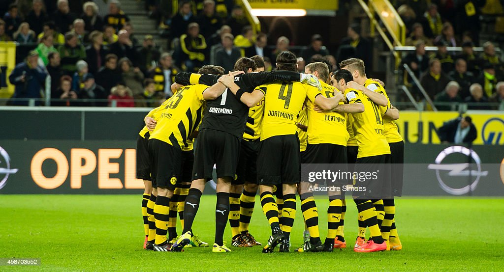 The team of Borussia Dortmund gets commit for the challenge before the Bundesliga match between Borussia Dortmund and Borussia Moenchengladbach at Signal Iduna Park on NOVEMBER 09, 2014 in Dortmund, Germany.