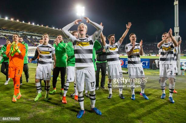 The Team of Borussia Moenchengladbach celebrate after the UEFA Europa League Match between ACF Fiorentina and Borussia Moenchengladbach at Stadio...