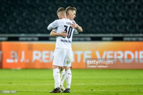 The Team of Borussia Moenchengladbach celebrates the win after the Bundesliga match between Borussia Moenchengladbach and SV Werder Bremen at...