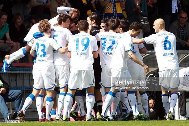The team of Braunschweig celebrates the first team goal during the Third League match between SpVgg Unterhaching and Eintracht Braunschweig at...