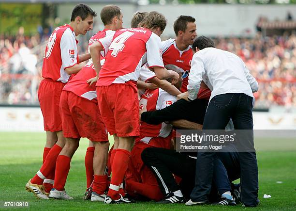 The team of Cottbus celebrates the second goal during the Second Bundesliga match between Energie Cottbus and 1860 Munich at the Stadion der...