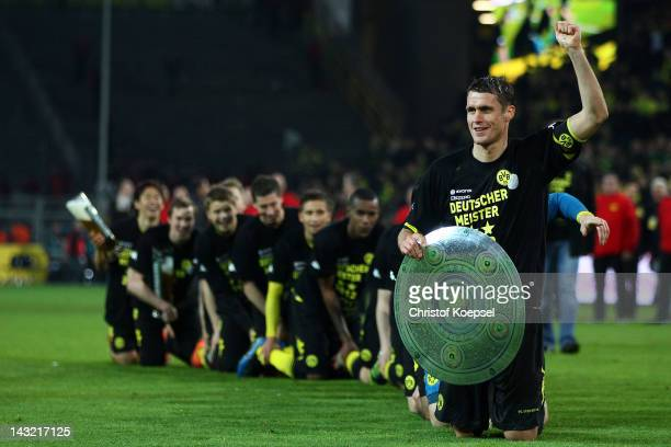 The team of Dortmund and Sebastian Kehl of Dortmund celebrate winning the German Championships after winning 21 the 1 Bundesliga match between...