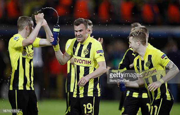 The team of Dortmund celebrates after winning the UEFA Champions League semi final first leg match between Borussia Dortmund and Real Madrid at...