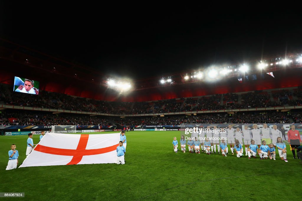 The team of England line up during the International friendly match between France and Women held at Stade du Hainaut on October 20, 2017 in Valenciennes, France.