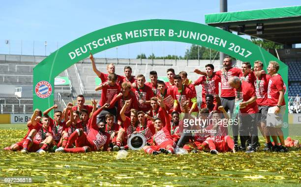 The team of FC Bayern Muenchen celebrates winning the B Juniors German Championship Final against SV Werder Bremen at Stadion an der Gruenwalder...