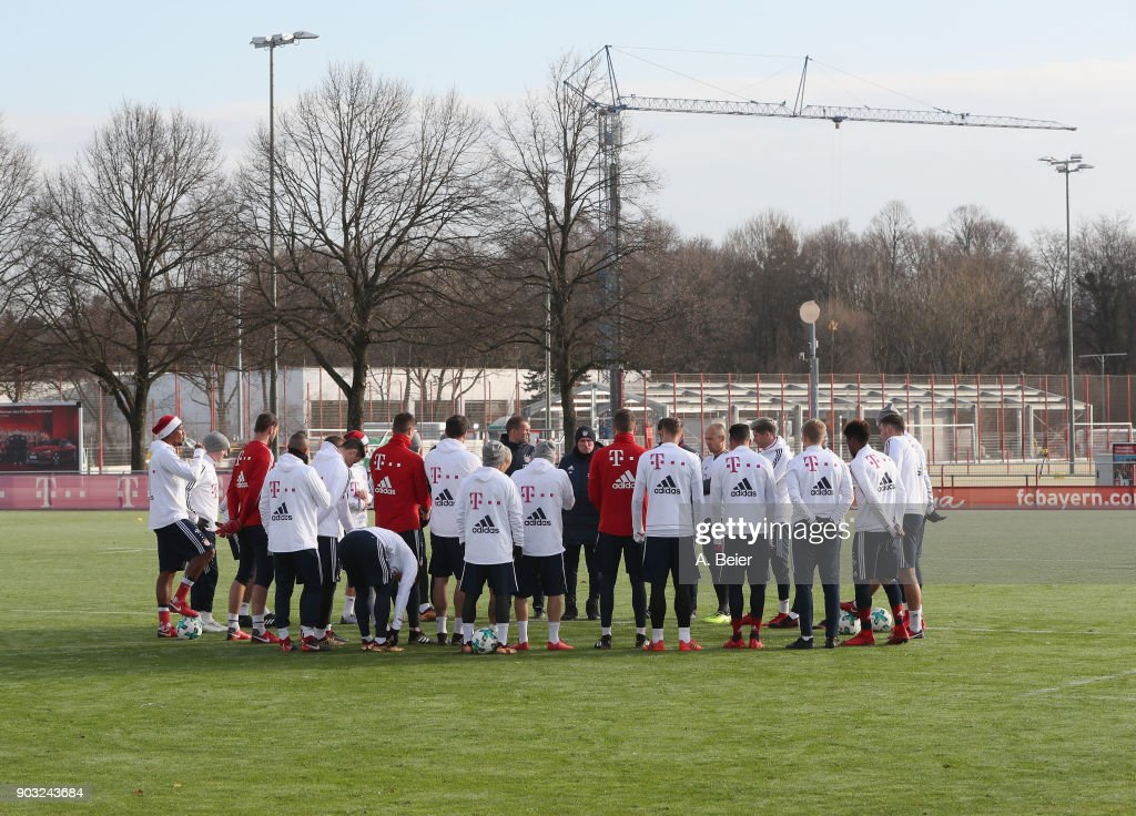 The team of FC Bayern Muenchen listens to team coach Jupp Heynckes (C) during a training session at the club's Saebener Strasse training ground on January 10, 2018 in Munich, Germany.