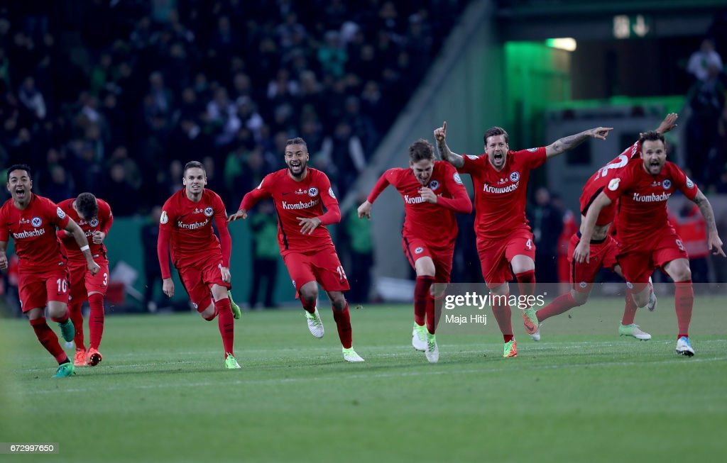 The team of Frankfurt celebrate during penalty shoot out during the DFB Cup semi final match between Borussia Moenchengladbach and Eintracht Frankfurt at Borussia-Park on April 25, 2017 in Moenchengladbach, Germany.