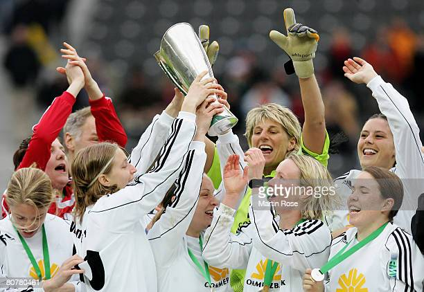The team of Frankfurt celebrates after winning the Women's DFB German Cup final between 1FC Saarbruecken and 1FFC Frankfurt at the Olympic Stadium on...
