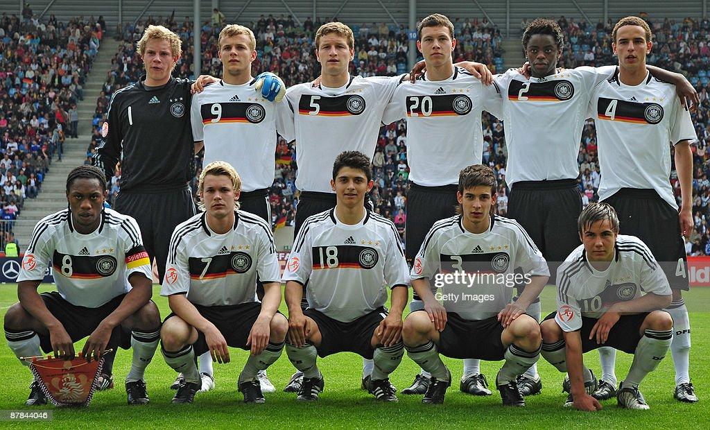 Netherlands v Germany - UEFA U17 European Championship Final : Nachrichtenfoto