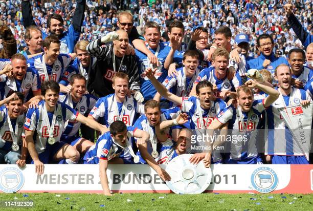 The team of Hertha BSC Berlin poses with the trophy and celebrates winning the championship after the Second Bundesliga match between Hertha BSC...