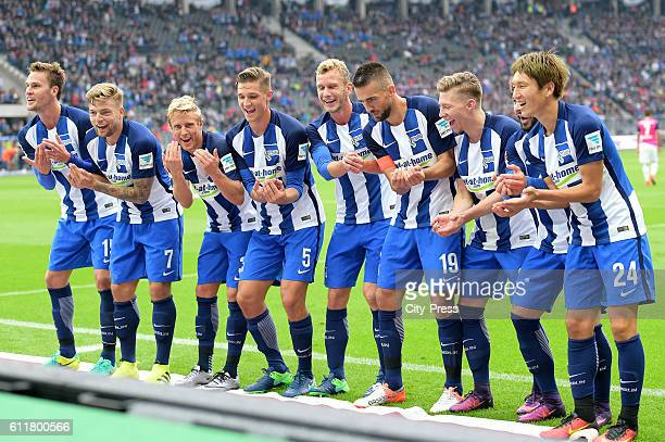 The Team of Hertha BSC celebrates after scoring the 10 during the Bundesliga match between Hertha BSC and Hamburger SV on October 1 2016 in Berlin...