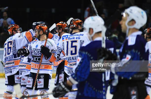 The team of Iserlohn celebrates after Michael Wolf scored his team's winning goal during the DEL match between Hamburg Freezers and Iserlohn Roosters...