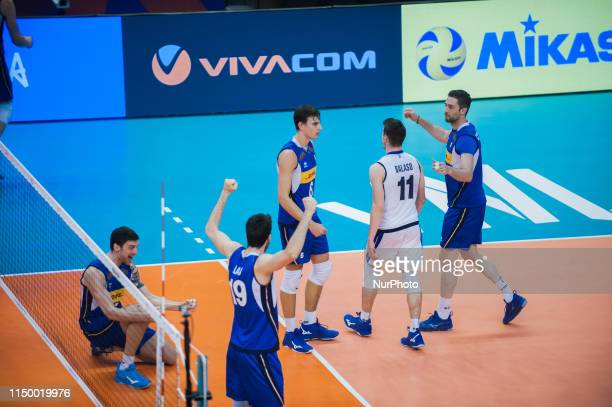 The team of Italy celebrate after score a point against Japan during Mens Volleyball Nations League VNL game between Japan and Italy at Palace of...