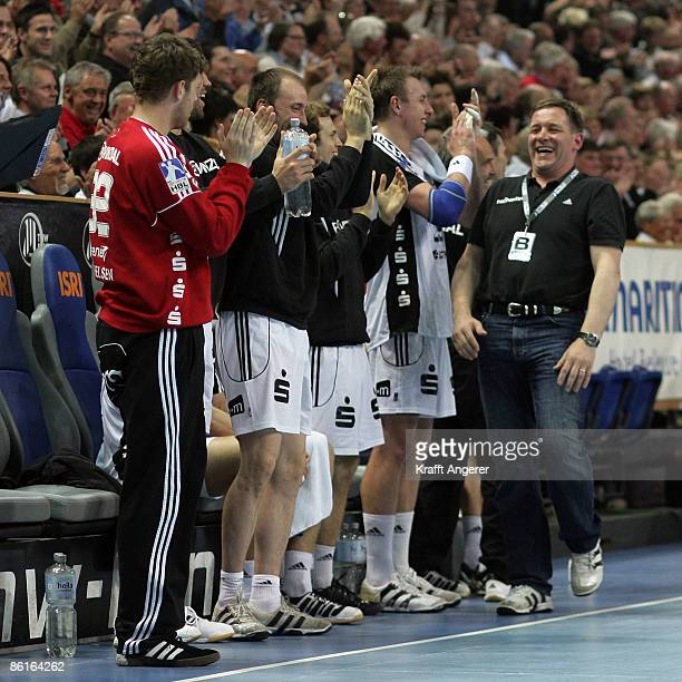 The team of Kiel celebrate during the Toyota Handball Bundesliga match between THW kiel and HSG Wetzlar at the Sparkassen Arena on April 22 2009 in...
