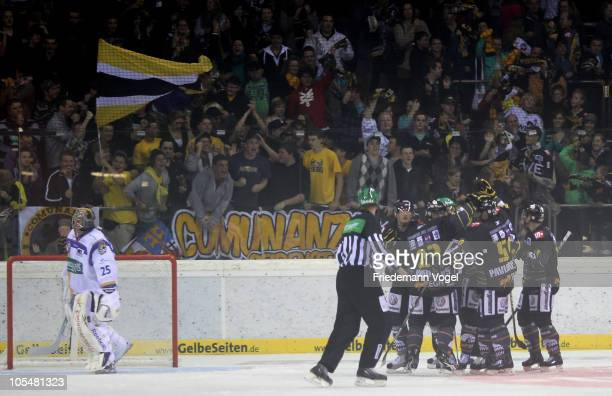 The team of Krefeld celebrates after the second goal during the DEL match between Krefeld Pinguine and EHC Muenchen at the Koenigs Palast on October...