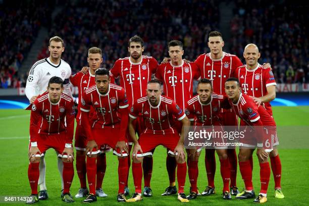 The team of Muenchen line up for a photo before the UEFA Champions League group B match between Bayern Muenchen and RSC Anderlecht at Allianz Arena...