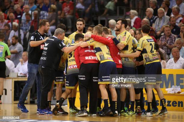 The Team of RheinNeckarLoewen is seen during a time out during the Game SG Flensburg Handewitt v Rhein Neckar Loewen at FlensArena on May 28 2017 in...