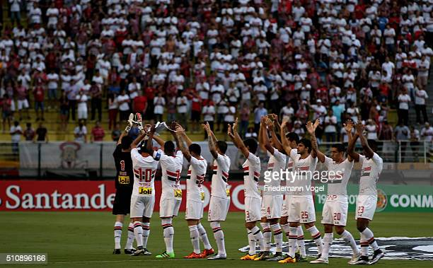The team of Sao Paulo walks in for the match between Sao Paulo v The Strongest as part of Group 1 of Copa Bridgestone Libertadores at Pacaembu...