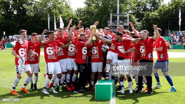 The team of SC Freiburg U19 celebrates after winning the DFB Juniors Cup 2018 Final between 1 FC Kaiserslautern U19 and SC Freiburg U19 at Stadion am...