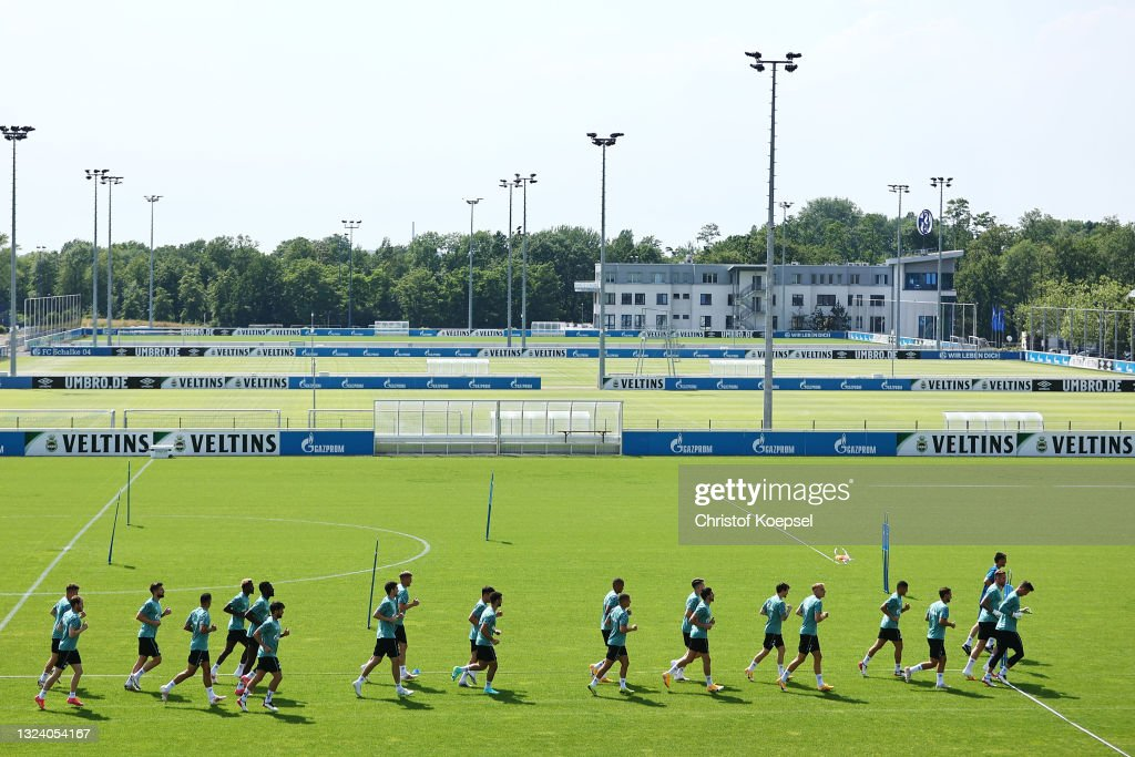 FC Schalke 04 - Training Session : News Photo