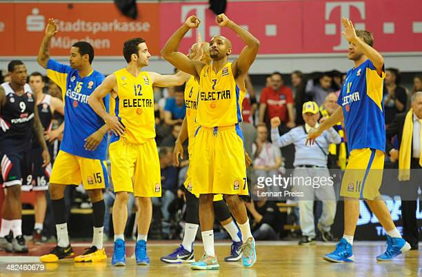 The team of Tel Aviv celebrates the victory after the Turkish Airlines Euroleague Top 16 Round 13 Group F basketball match between FC Bayern Muenchen...