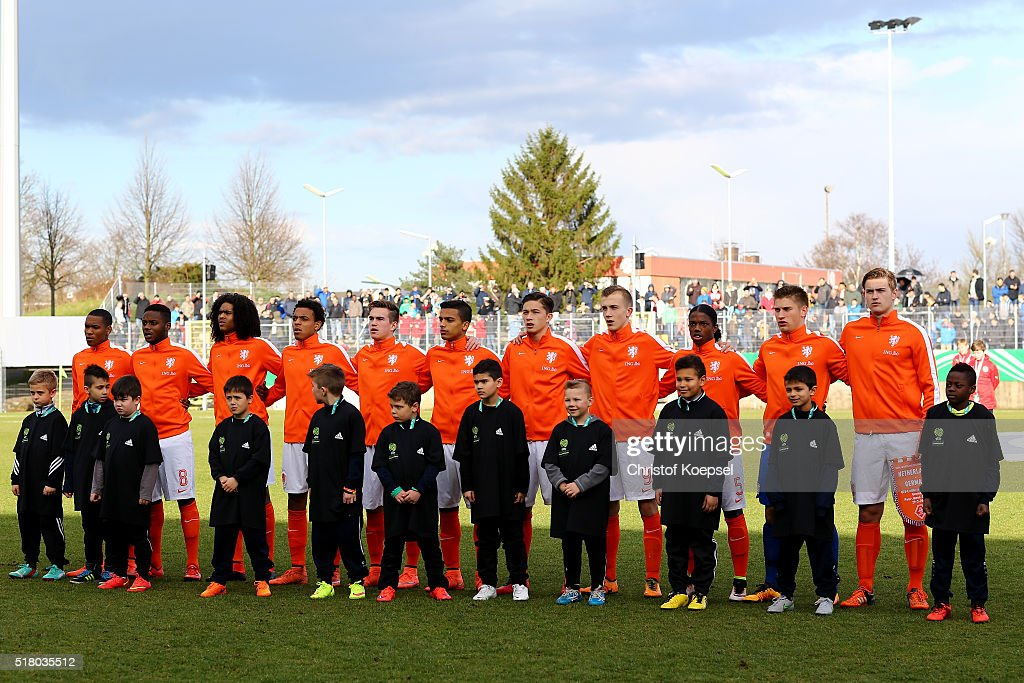 The team of the Netherlands poses prior to the U17 Euro Qualification match between Germany and Netherlands at Paul Janes Stadium on March 29, 2016 at Esprit-Arena in Duesseldorf, Germany.