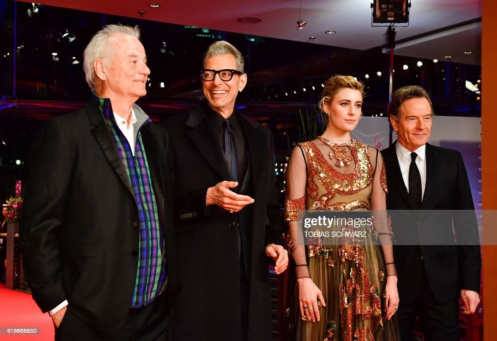The team of the opening movie 'Isle of Dogs', among them (L-R) US actors Bill Murray, Jeff Goldblum, Greta Gerwig and Bryan Cranston pose on the red carpet for the opening ceremony of the 68th Berlinale film festival with the premiere of their film on February 15, 2018 at the Berlinale Palace in Berlin. / AFP PHOTO / Tobias SCHWARZ