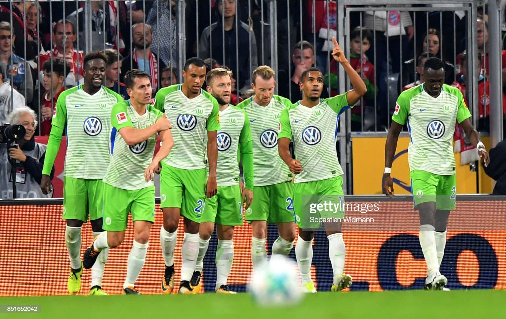 The team of Wolfsburg celebrate the equalizing goal during the Bundesliga match between FC Bayern Muenchen and VfL Wolfsburg at Allianz Arena on September 22, 2017 in Munich, Germany.