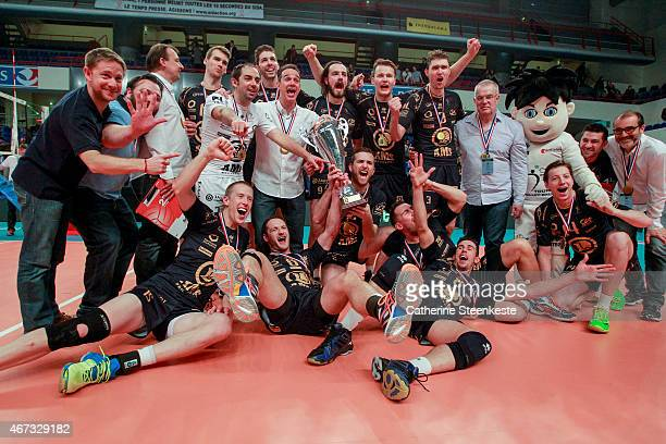 The team Tours VolleyBall celebrates their victory after the Men's Final of La Coupe de France between Beauvais Oise UC and Tours VolleyBall at Stade...