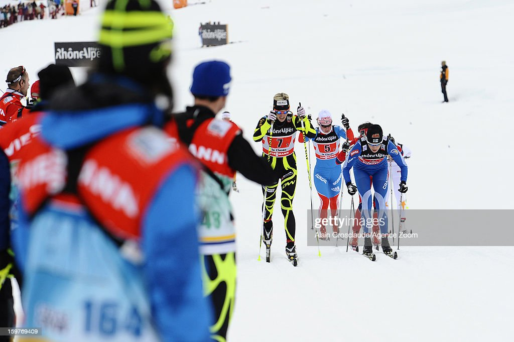 The teams in action during the FIS Cross-Country World Cup Women's Relay Start on January 20, 2013 in La Clusaz, France.