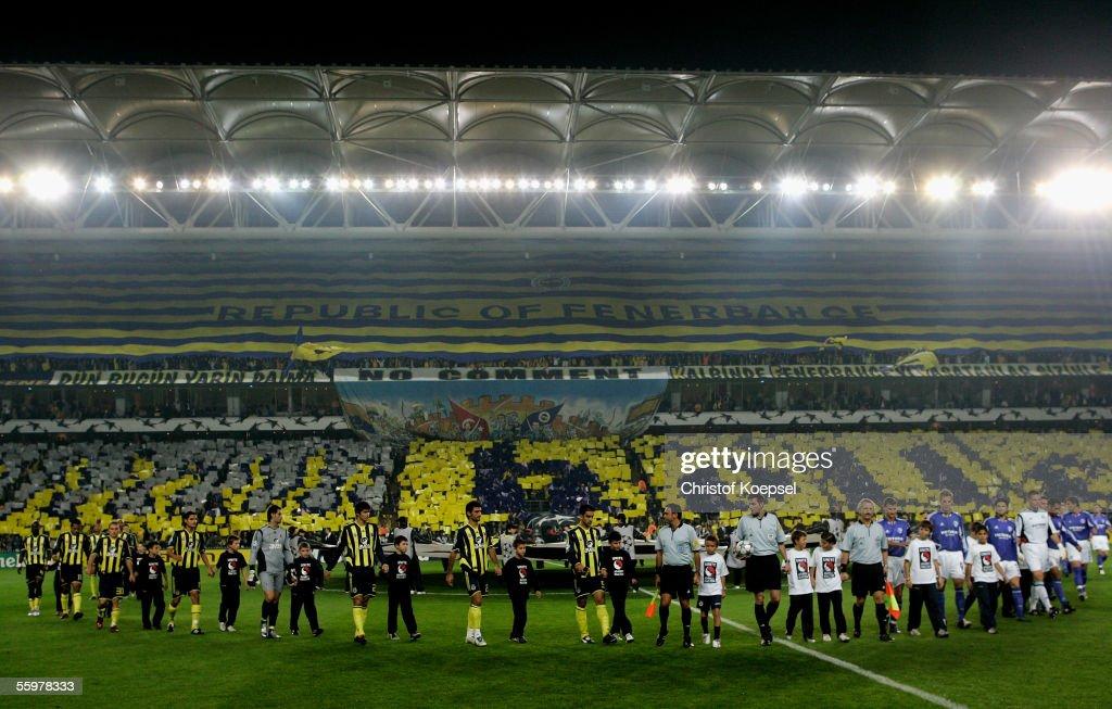 Fenerbahce v Schalke 04 : ニュース写真