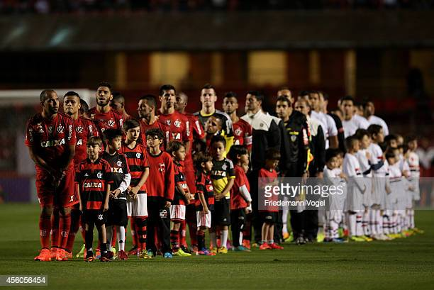 The teams of Sao Paulo and Flamengo lines up before the match between Sao Paulo and Flamengo for the Brazilian Series A 2014 at Estadio do Morumbi on...