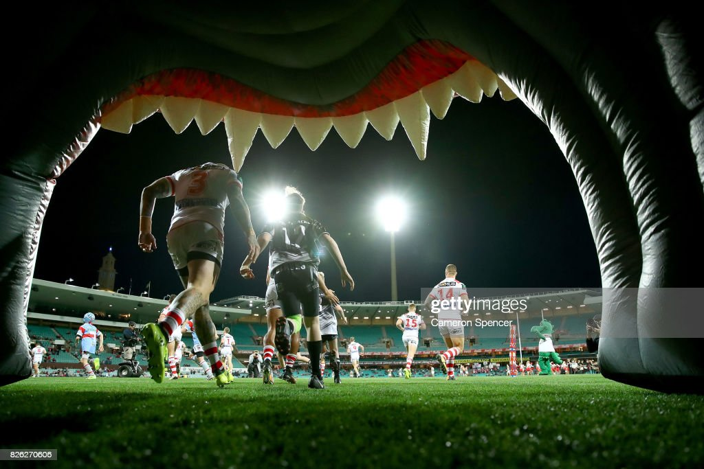 The teams run out for the round 22 NRL match between the St George Illawarra Dragons and the South Sydney Rabbitohs at Sydney Cricket Ground on August 4, 2017 in Sydney, Australia.