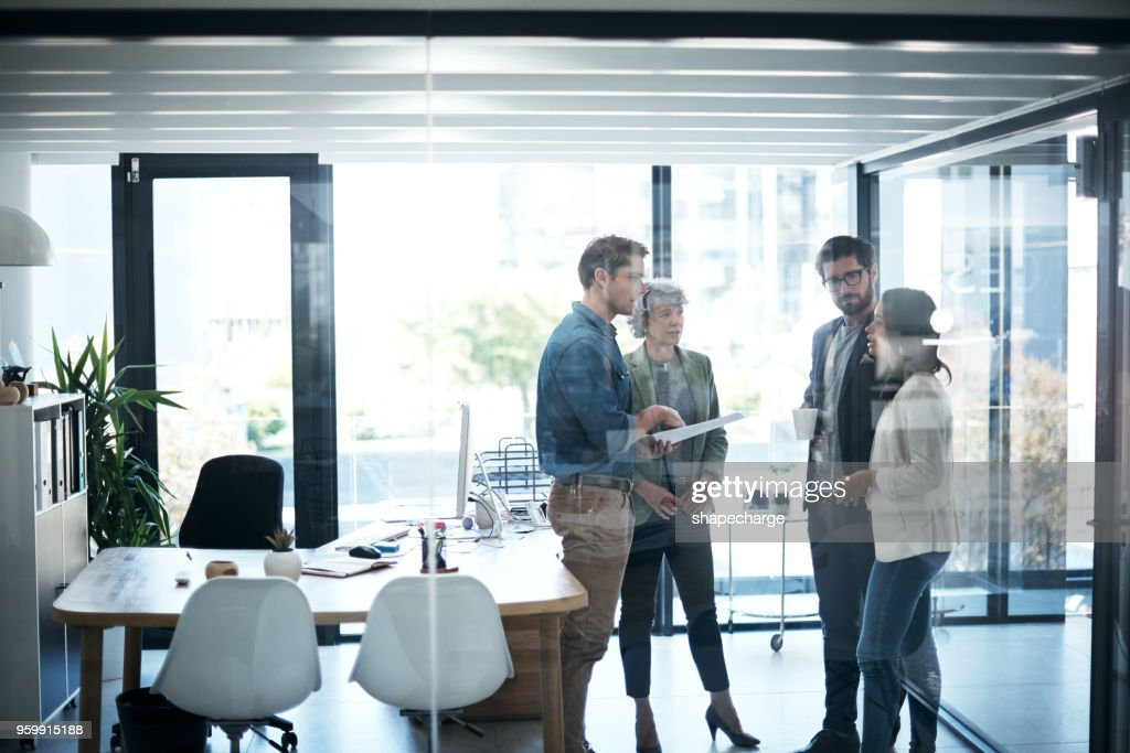 Die Teamarbeit, die geht in ein erfolgreiches Unternehmen : Stock-Foto