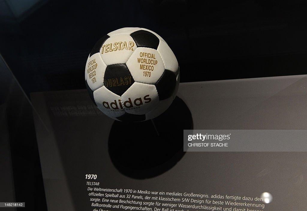 The Telstar football of the World Champi : News Photo