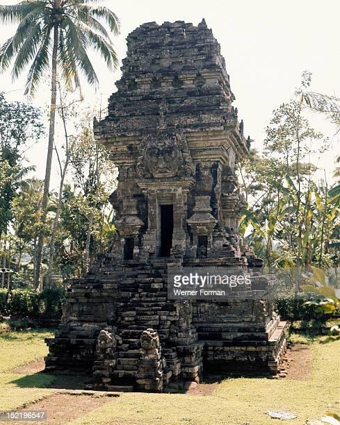 The temple complex at Lara Jonggrang consists of three main sanctuaries dedicated to Shiva Brahma and Vishnu and three minor ones dedicated to...