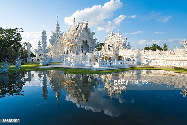 the temple in white color - provincia di chiang mai foto e immagini stock