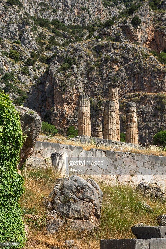 O Templo de Apolo em Delfos, Grécia : Foto de stock