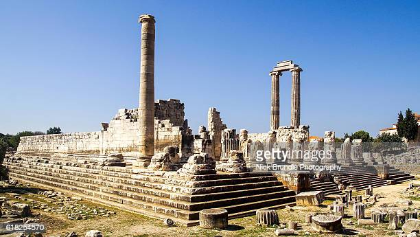 the temple of apollo ruins at the didyma, turkey. - oude ruïne stockfoto's en -beelden