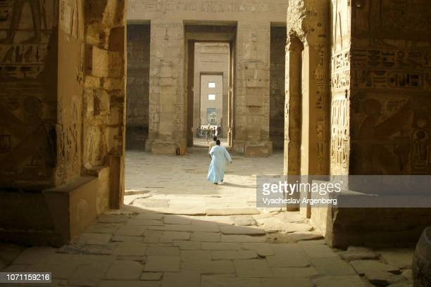the temple of ramesses iii at medinet habu, egypt - tomb of ramses iii stock pictures, royalty-free photos & images