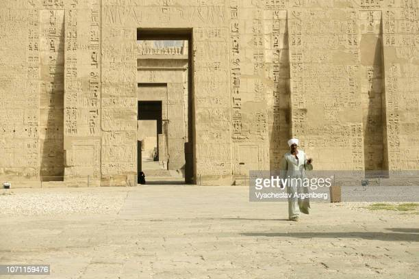 the temple of ramesses iii, first pylon, new kingdom, egypt - tomb of ramses iii stock pictures, royalty-free photos & images