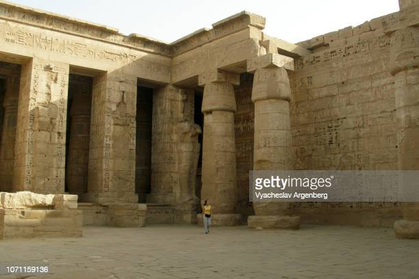 the temple of ramesses iii, new kingdom, egypt - tomb of ramses iii stock pictures, royalty-free photos & images